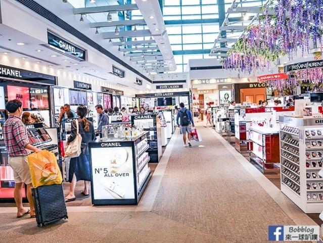 Fukuoka-Airport-shopping-37