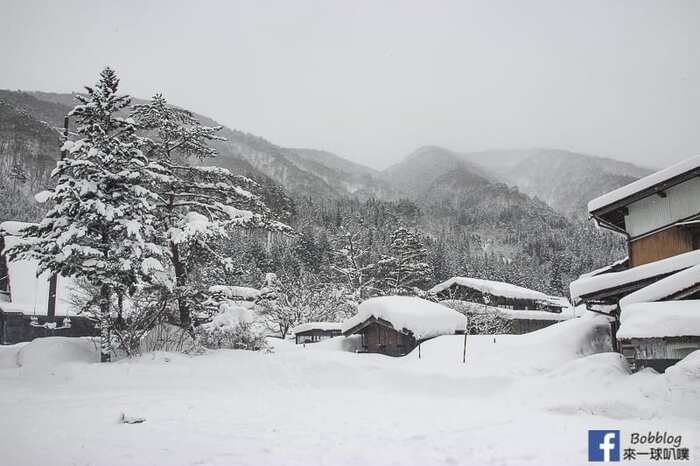 shirakawa-go-three-houses-13