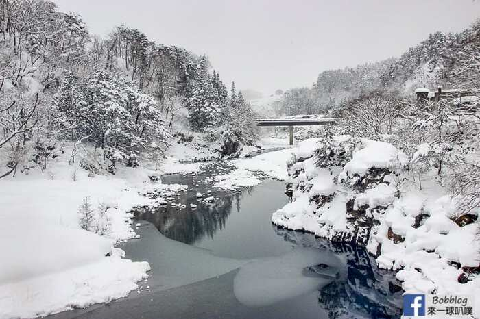 shirakawa-go-three-houses-15