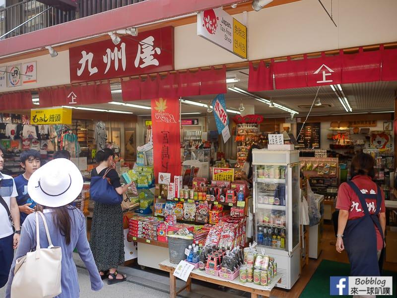 Itsukushima-shopping-street-13