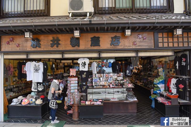 Itsukushima-shopping-street-2