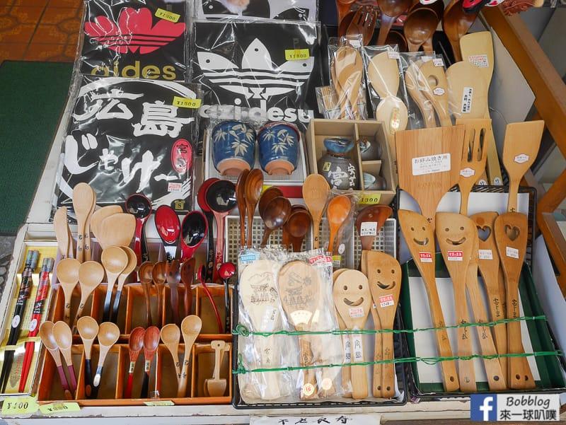 Itsukushima-shopping-street-20