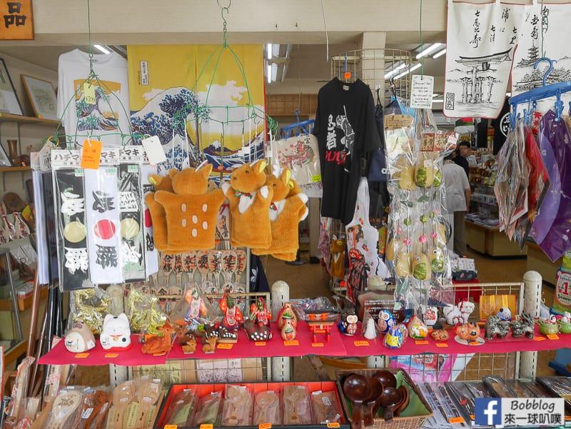 Itsukushima-shopping-street-21