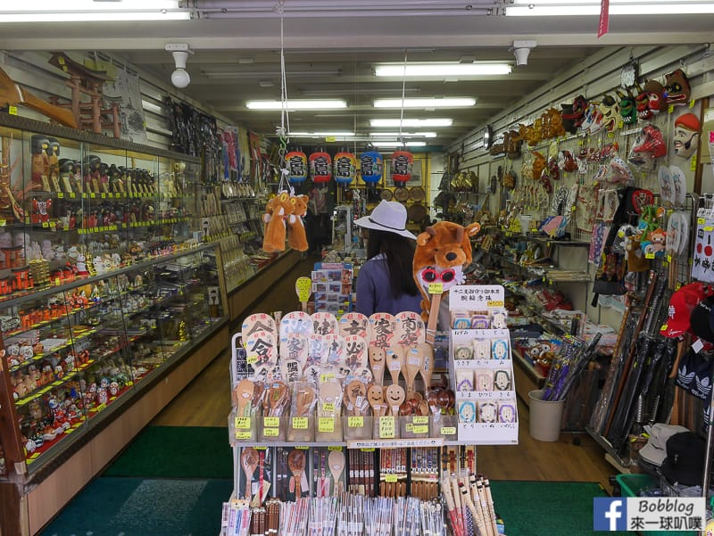 Itsukushima-shopping-street-24