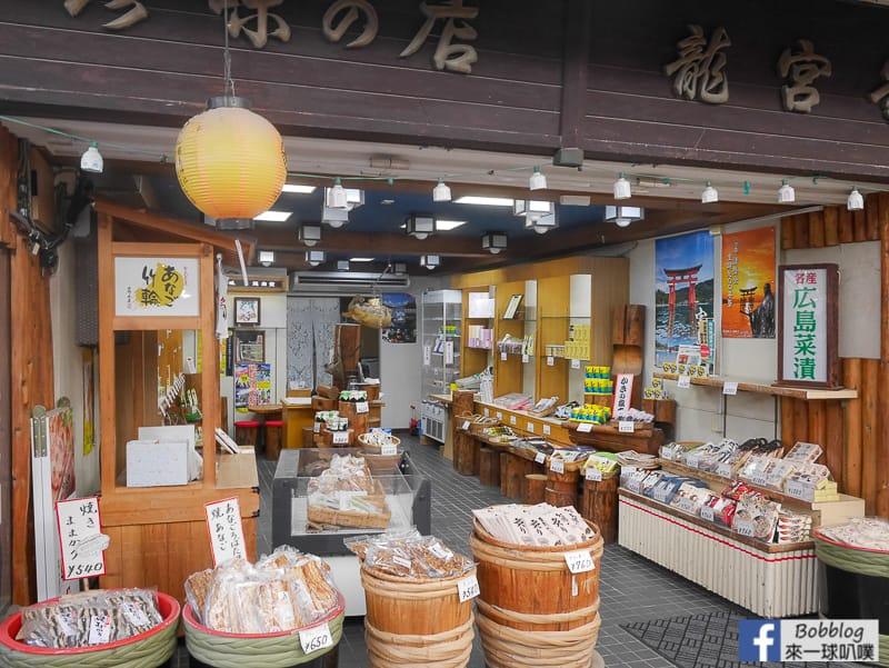 Itsukushima-shopping-street-35