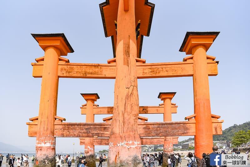 Miyajima-torii-16
