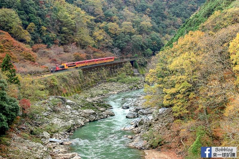 Hozukyo-station-maple-12