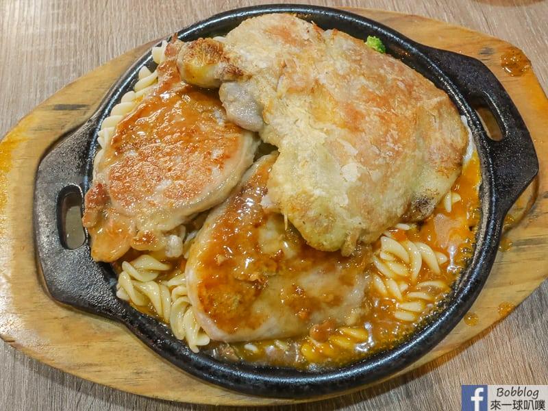 新竹平價牛排|紅吱吱牛排館(厚切爽吃牛排,麵可加大,飲料吐司湯免費)