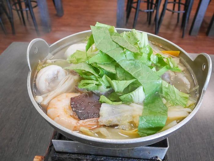 新竹平價小火鍋|芽米健康鍋物(百元平價鍋物、用料實在、生意很好)