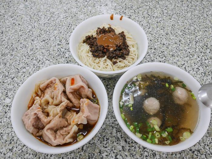 網站近期文章:新竹清大夜市美食|清大雙囍餛飩老虎麵(香辣老虎麵好吃、紅油炒手)