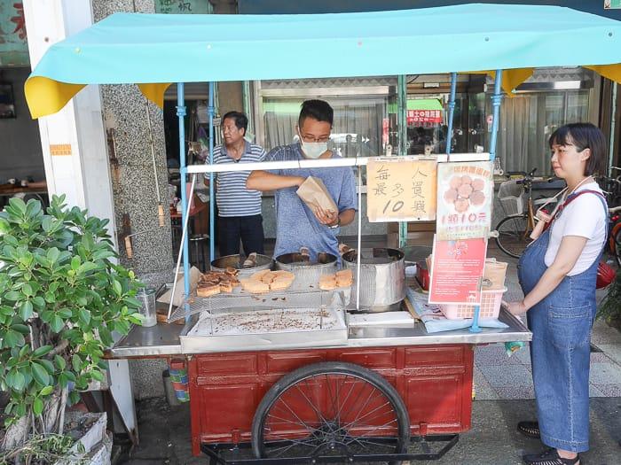 延伸閱讀:台南鹽水美食|碳烤雞蛋糕(雞蛋糕從阿公賣到孫子接棒,限量雞蛋糕想買請早)