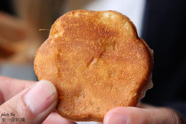 新竹中正路梅花雞蛋糕(外酥內軟雞蛋糕,排隊銅板美食)
