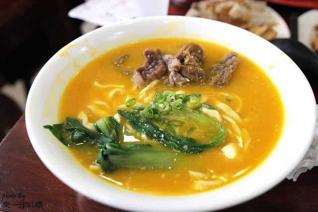 新竹美食|搬店後的如意麵食館(主打牛肉麵、麵食、捲餅|生意很好)